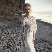 שמלת כלה חולצת חרוזים עם פתחי צורות