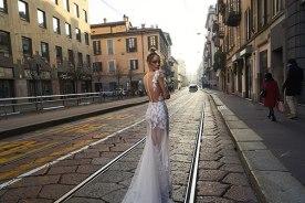 שמלת כלה מבד שקוף וגב פתוח