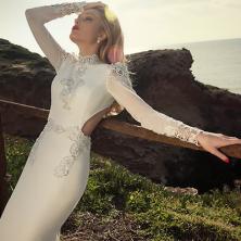 שמלת כלה עם פתח במותניים וגב