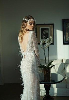 שמלת כלה פרנזים ומחשוף V בגב