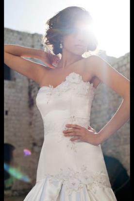 שמלת כלה בת ים פרחים רקומים