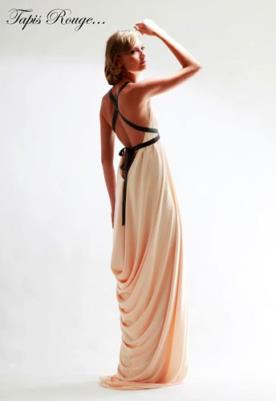 שמלת ערב עם רבידות בגב