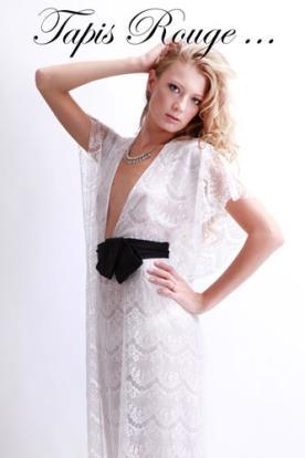 שמלת ערב לבנה חגורה שחורה