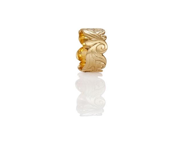 טבעת נישואין: תכשיט לאישה, תכשיט מזהב צהוב, תכשיט בסגנון רחב, תכשיט בעיצוב עדין, תכשיט בעיטור פרחים, תכשיט בעיטור עלים - אורית סוסנר - מעצבת תכשיטים