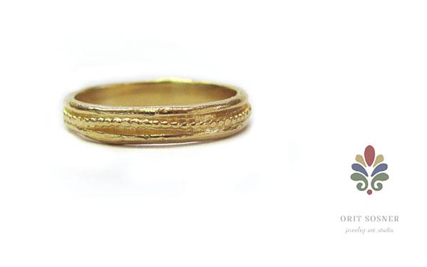טבעת נישואין עדינה מרוקעת