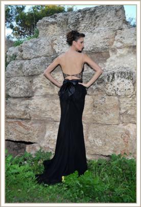 שמלת ערב שחורה צמודה פפיון בגב