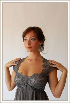 שמלת ערב אפורה מחשוף תחרה