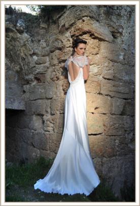 שמלת כלה ארוכה גב רפוי ותחרה