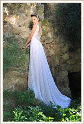 שמלת כלה גזרת A גב פתוח עדינה