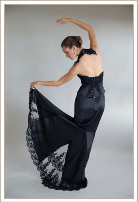 שמלת ערב שחורה סאטן עם תחרה