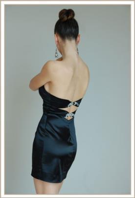 שמלת ערב גב פתוח עם תכשיט מיני