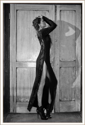 שמלת ערב נועזת פס חרוזים בצד