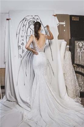 מעצבת שמלות כלה
