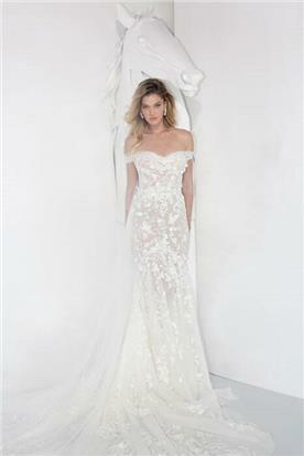 שמלת כלה: קולקציית 2019, שמלה בסגנון רומנטי, שמלה עם תחרה, שמלה עם מחשוף, שמלה עם שובל, שמלה עם מחוך, שמלה בצבע לבן - Yaniv Persy - יניב פרסי