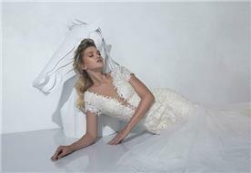 שמלת כלה עם מחשוף עמוק - יניב פרסי - Yaniv Persy