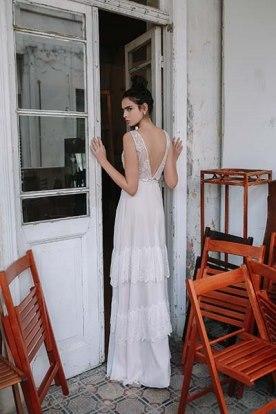 שמלת כלה מחשוף וי בגב