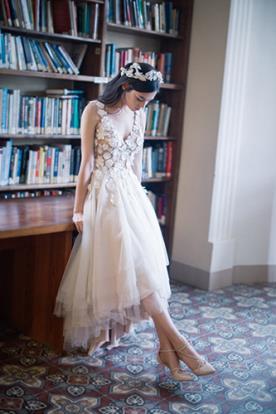 שמלת כלה מעוטרת פרחי אורגנזה