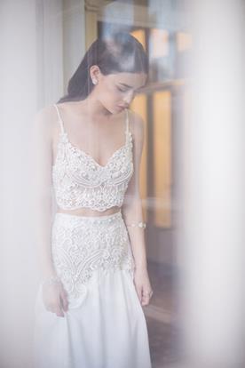 שמלת כלה שני חלקים מעוטרי חרוזים