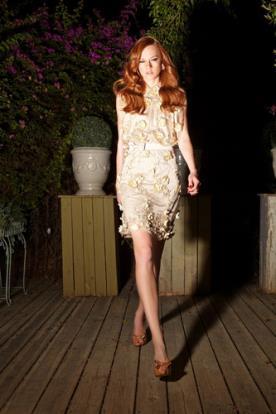 שמלת ערב מיני מעוטרת פרחים עדינים