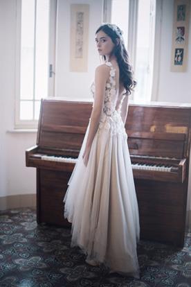שמלת כלה אביבית עם גב פתוח