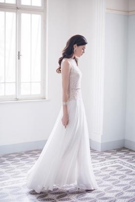 שמלת כלה קלאסית נשפכת