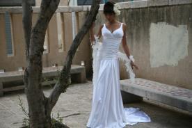 שמלת כלה קלאסית עם כיווצים במותן