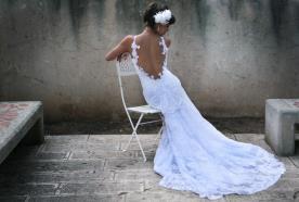 שמלת כלה נשפכת עם גב חשוף