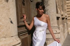 שמלת כלה סאטן עם תכשיט
