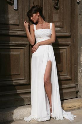 שמלת כלה עם שסע למראה אידיאלי