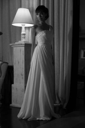 שמלה איסימטרית קלאסית לכלה