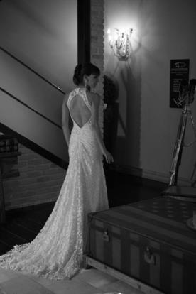 שמלת כלה קולר עם גב מעויין חשוף