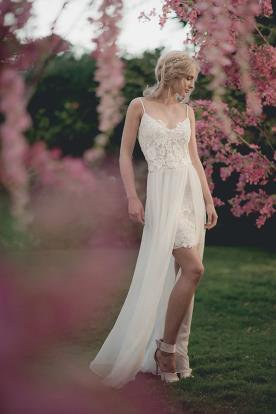 שמלת כלה בוהו-שיק אסימטרית