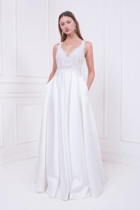 שמלת כלה עם חצאית קפלים