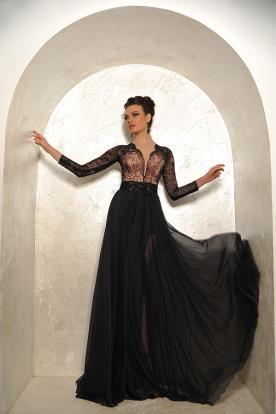שמלת ערב מתחרה עם חצאית נשפכת