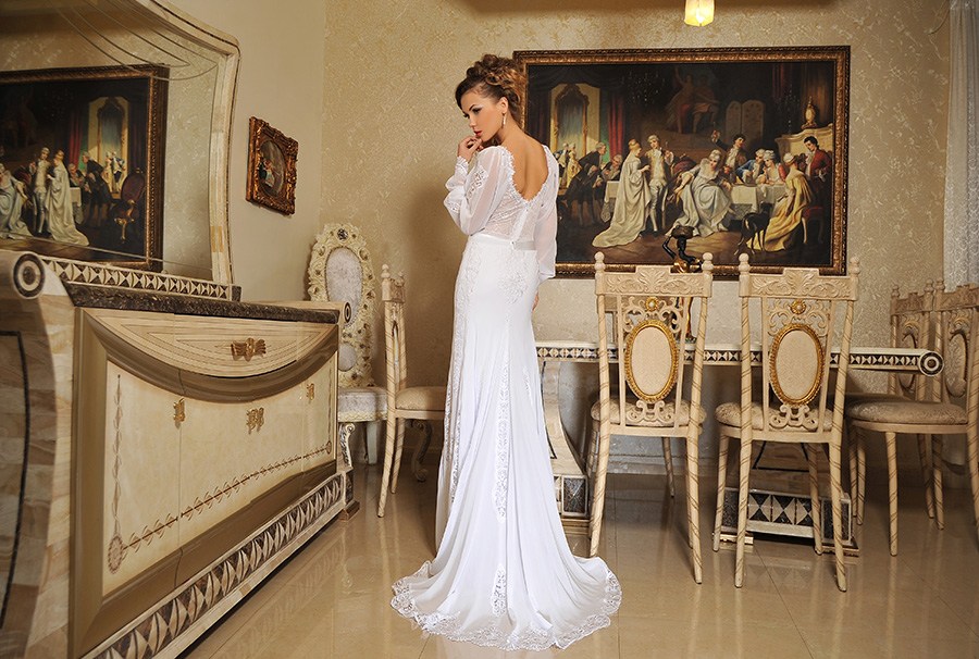 שמלת כלה עם שובל תחרה מרשימה