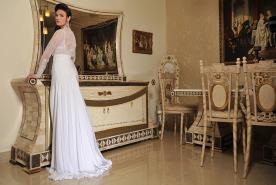 שמלת כלה בגזרה גבוהה ועשירה