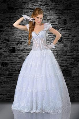 שמלת כלה נפוחה בשילוב כפפות עדינות
