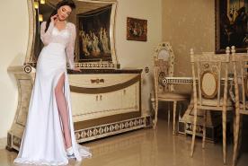 שמלת כלה עם שרוולים ארוכים ושקופים