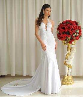 שמלת כלה עם מחשוף ושובל