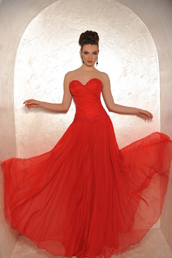 שמלת ערב סטרפלס אדומה