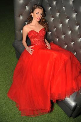 שמלת ערב אדומה עם מחוך בשילוב אבנים