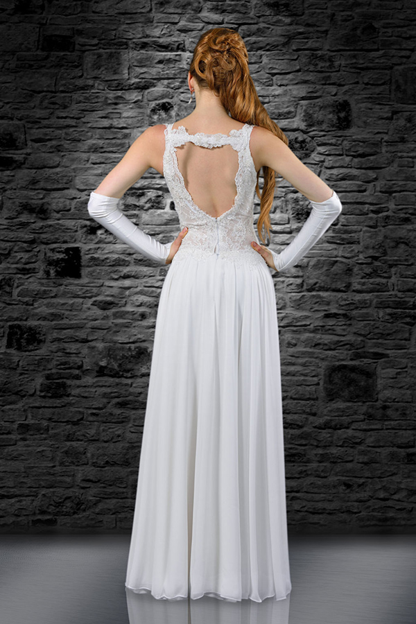 שמלת כלה עדינה פתוחה בגב