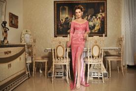 שמלת ערב עם פסי חרוזים ותחרה