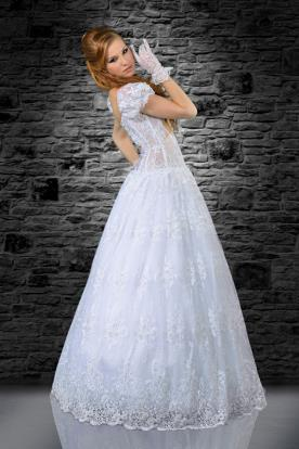 שמלת כלה עם שרוולים תפוחים וקצרים