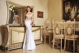 שמלת כלה עם תחרה עשירה ואלגנטית