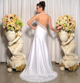 שמלת כלה עם גב חשוף אסימטרי