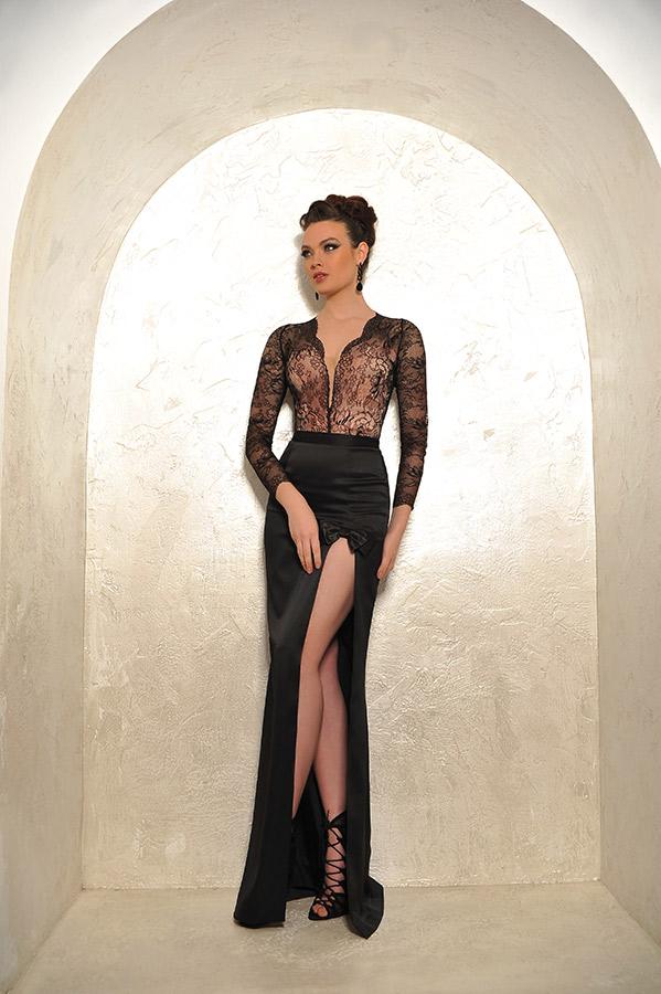 שמלת ערב עם שרוולי תחרה ושסע