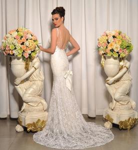 שמלת כלה עם גב פתוח בקישוט חרוזים