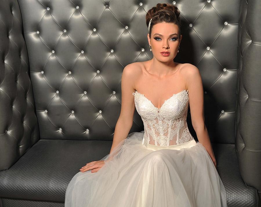 שמלת כלה בעיצוב מחוך מתחרה