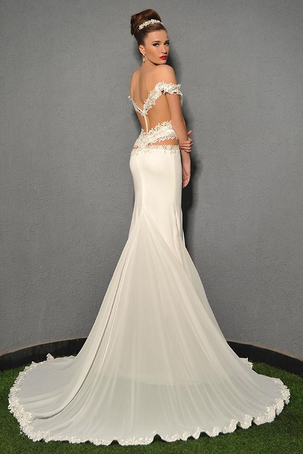 שמלת כלה עם גב חשוף וכתפיות תחרה